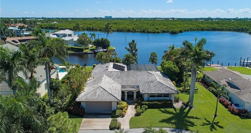 JUST SOLD | ROYAL HARBOR | 2375 Tarpon Road