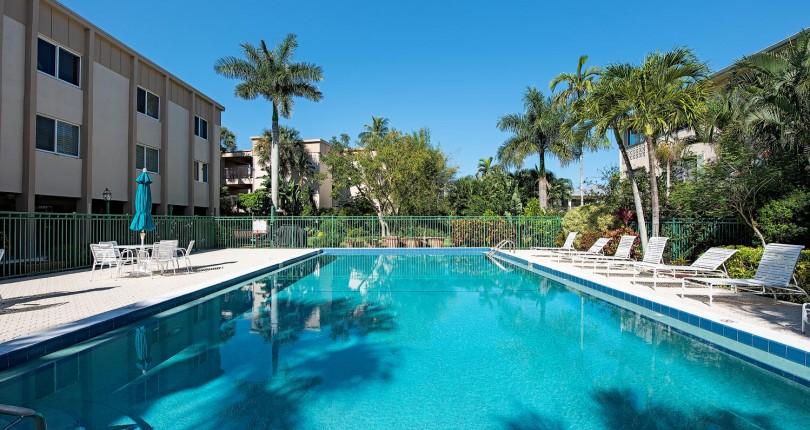 Price Reduction | Moorings | 1930 Gulf Shore Blvd N #B301 | NOW $399,000